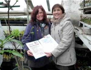 Bienenpatenurkunde an Carmen Dechant