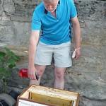 Wasser sprühen auf Bienenbeute statt Rauch verwenden