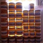 Gestapelte Honiggläser