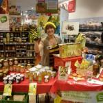 Aktionsstand mit Bamberger Schulbiene im REWE-Rudel-Markt