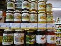 Honigregal in einem Wiener Discounter