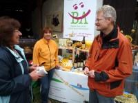 Stand von Bienen-leben-in-Bamberg.de mit Besucherin
