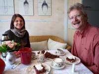 Jutta Fraaß (Ehren-Bienenpatin) und Reinhold Burger