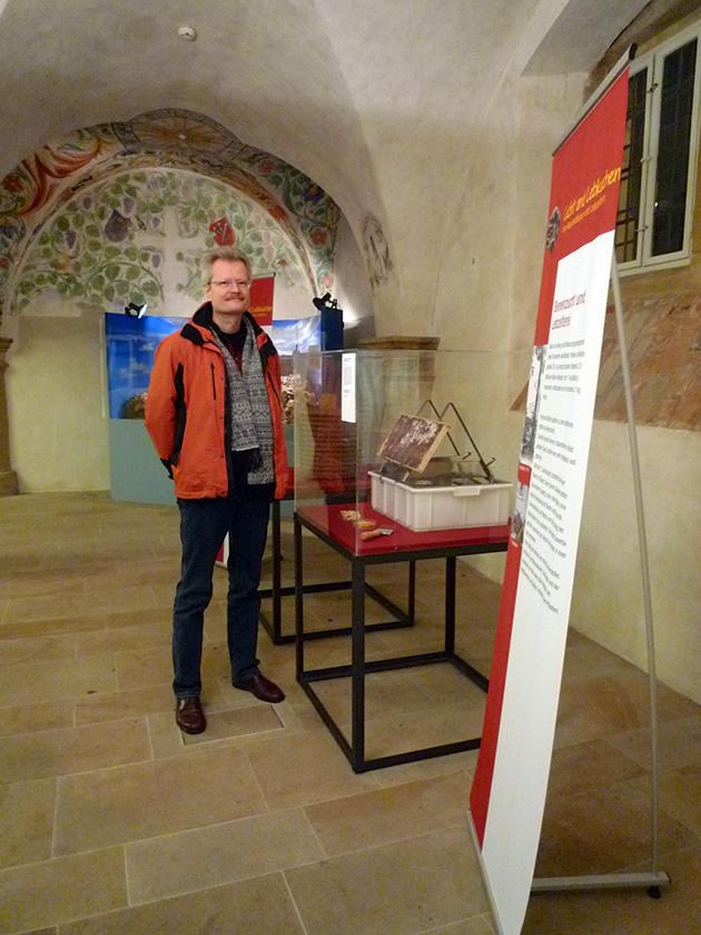 Reinhold Burger freut sich, die Ausstellung mit einem Exponat bereichern zu können