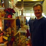 Reinhold am Weihnachtsmarktstand im Boscolino