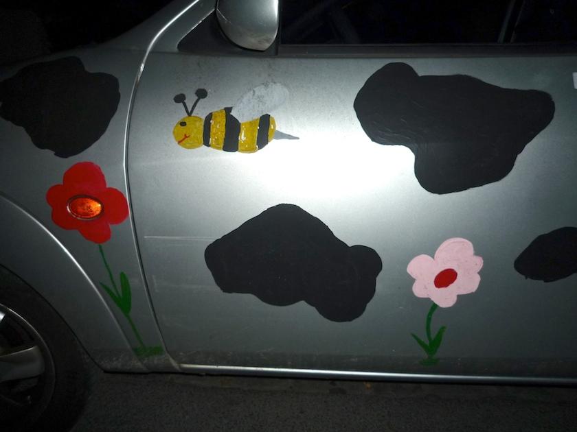 Bienenbild auf Auto