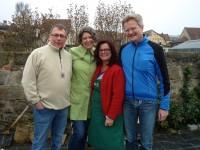 v.l.n.r.: Dieter Kopp, die zwei Bienenpatinnen Conny Kopp und Carmen Dechant, Imker Reinhold Burger