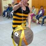 Bamberger Schulbiene zeigt historischen Bienenkorb
