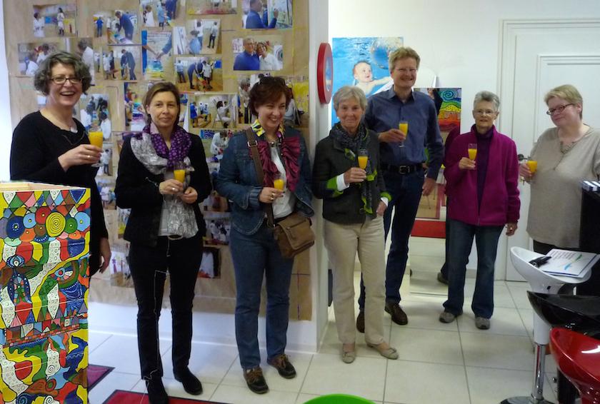 Gäste zur Mini-Vernissage Bienenpatenbeute