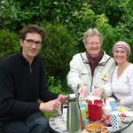 Josch, Reinhold und Ilona beim Kaffeekränzchen im Garten Schiffbauplatz
