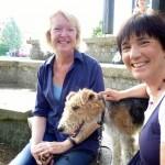 Meike Winnemuth, Fox Fiete und Ilona Munique im Hof der Teilbibliothek 5 der Universitätsbibliothek Bamberg