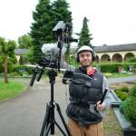 Arno Schimmelpfennig mit Kamera im Städtischen Friedhof Bamberg