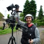Arno Schimmelpfennig mit Kamera im Städtischen Friedhof