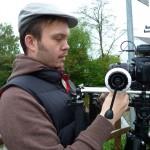 Arno Schimmelpfennig (Die-Video-Visitenkarte.de) postiert seine Kamera