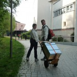 Transport einer Zarge per Sackkarren