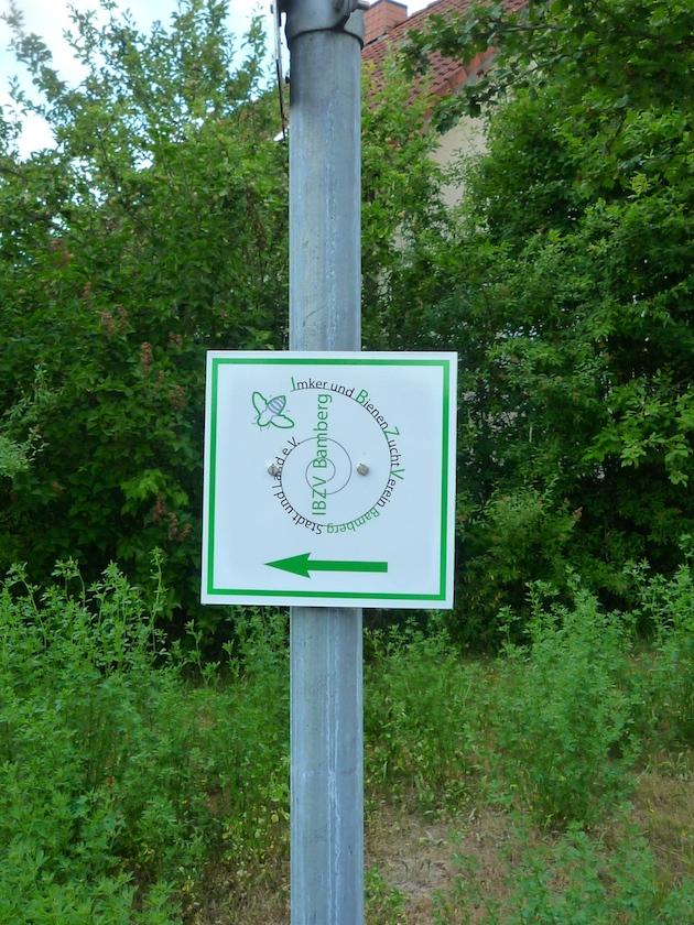 Wegzeichen zum IBZV-Lehrbienenstand Burgebrach