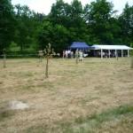 Einweihungsfeier, im Hintergrund Festzelt