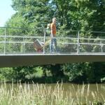 Zargentransport mit Sackkarre über den Fünferlessteg Bamberg