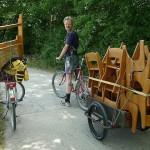 Stuhltransport für Fototermin mit Anhänger