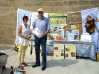"""Ralf Haupt am Informationsstand der Initiative """"Bienen-leben-in-Bamberg.de"""