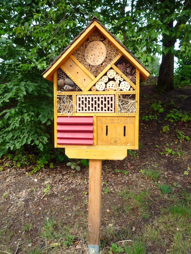 Wildbienenhotel in der Kita St. Oswald, Baunach