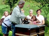 Unsere Honigschleudergruppe in Wildensorg am Rinnersteig