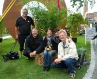 Unsere Radtour-Gäste am Eingang zum Zwiebeltreterfest, Böhmerwiese, Bamberg