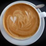Milchzeichnung auf Kaffee der Mokka makan-Barista Ina Kudlich