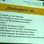 """Folie """"Ökologisch ist …"""" zum Seminar Bio-Imkerei, © Fachzentrum Bienen, LGW Veitshöchheim"""