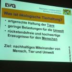 """Folie """"Was ist ökologische Tierhaltung?"""" zum Seminar Bio-Imkerei, © Fachzentrum Bienen, LGW Veitshöchheim"""