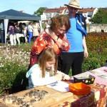 Rätselgäste am Stand der Initiative Bienen-leben-in-Bamberg.de