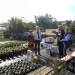 Der Stand der Initiative Bienen-leben-in-Bamberg.de mit Ilona Munique und Reinhold Burger nebst Gästen