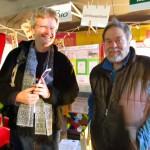 Reinhold und Jürgen Dicker am Schulbienen-Stand