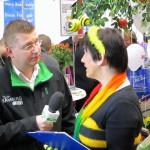 Jörg Hofbauer TV1 interviewt die Bamberger Schulbiene