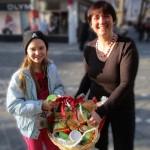 Gewinnerin Selina Hornung mit Schulbiene