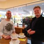Daniel und Reinhold beim Kaffeetrinken