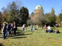 Gruppe von Sonnenfinsternisbeobachtern an der Sternwarte Bamberg