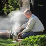 Reinhold entfacht den Smoker