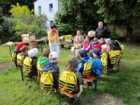 Schulbienen-Unterricht im Garten von Gärnterei Neubauer