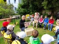 2558-Gangolfschulkinder-Schulbienenunterricht0515