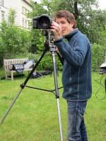 Daniel stellt die Kamera ein