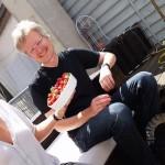 Reinhold mit Erdbeerschale