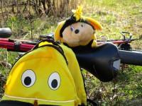 Maskottchen SaBiene in Buger Wiesen auf Rad