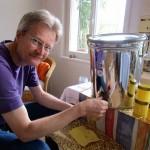 Reinhold füllt erste Ernte 2015 ab