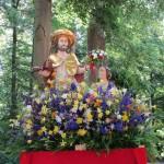 Christus als Gärtner mit Maria Magdalena, Figur zur Fronleichnamsprozession in Bamberg (im Hintergrund der Hain)