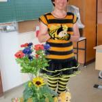 Schulbiene begrüßt Klasse 1b