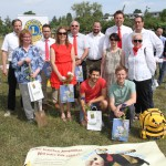 REWE-Unterstützergruppe zum Spatenstich der Bienen-InfoWabe