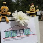 Die Bienen-InfoWabe mit Maja und Willi zum Spatenstich