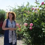 Dr. Elke Puchtler im Galarosa-Schaugarten Seußling