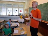 3903-Reinhold-gibt-Antworten-Lichteneicheschule-1c
